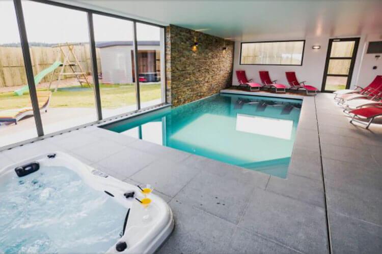Vakantiehuis met priv zwembad belgische ardennen for Huisje met sauna en jacuzzi 2 personen